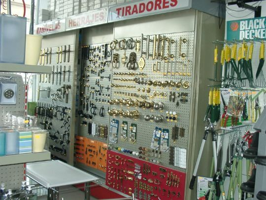 Bookcases for commerce commercial equipment moving for commerce caem ibrica manufacturing offers a modern modular solution especially designed for a full range of hardware shops and do it yourself shops solutioingenieria Image collections